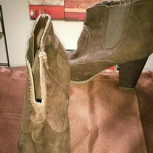 Chic Suede Boot